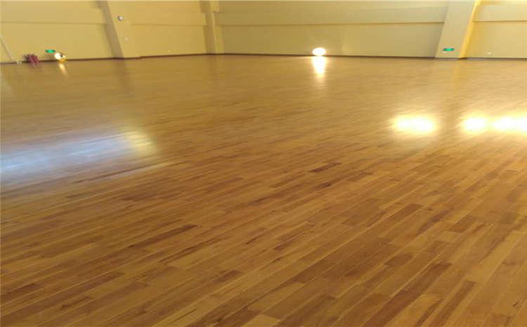 如何正确选择羽毛球馆木地板