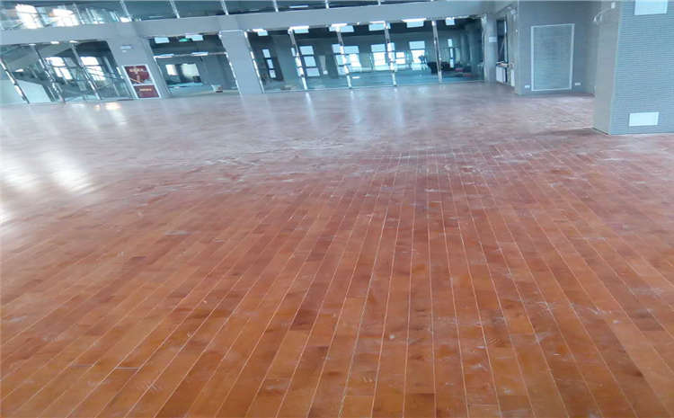 实木运动地板安装